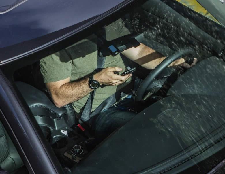 driving watching movies phone